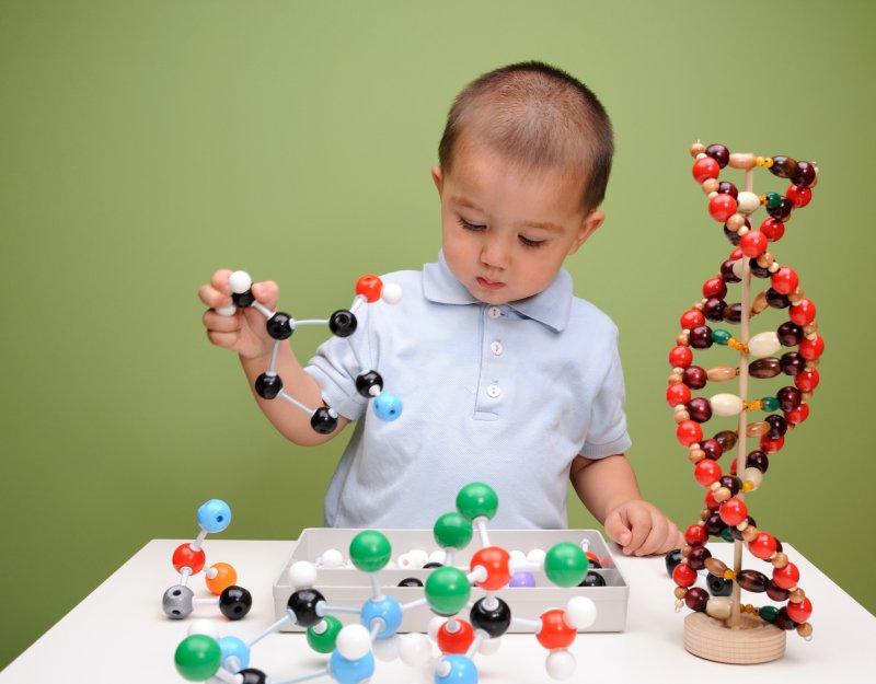 Child building molecule