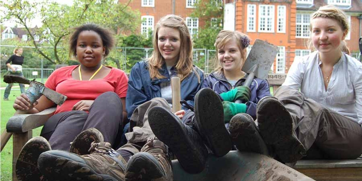 Sixth formers at a dig at Newnham College